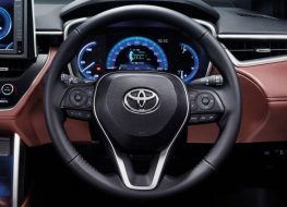 SỬ DỤNG CÁC NÚT ĐIỀU KHIỂN TRÊN VÔ LĂNG  Toyota Corolla Cross