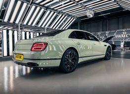 Màu sơn 100 năm tuổi có mặt trên xe Bentley thế hệ mới